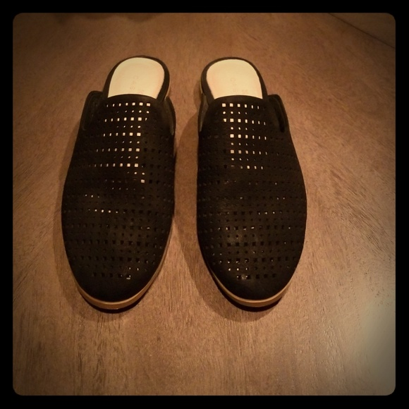 Caslon Perforated Mule